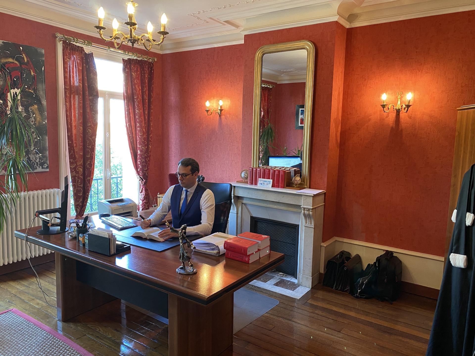 Me Xavier LIGNOT à son bureau